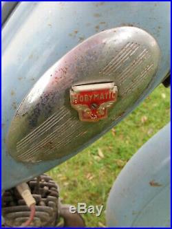 Mobylette bleue av76 dans son jus, bon etat, moteur non bloqué, a restaurer