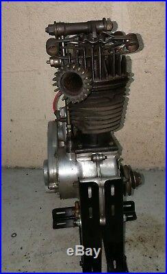 Moteur culbuté épingle moto collection années 30 40 monet goyon 350 250 LS4 LS3