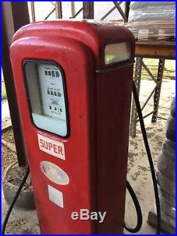 Pompe à essence ancienne